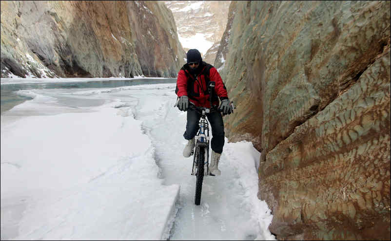 zanskar chadar trek and cycling
